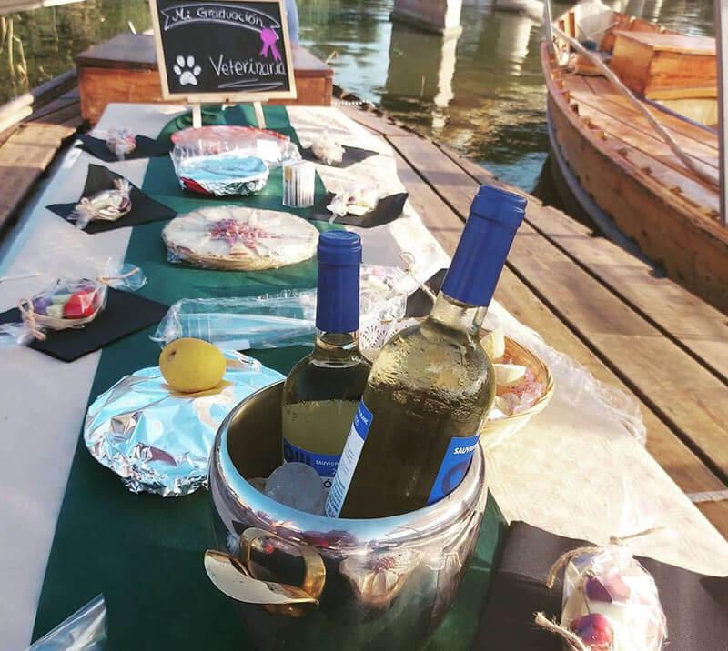 Fiesta de graduación en una barca típica valenciana