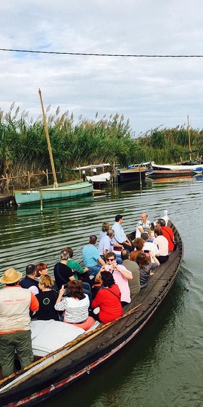 Paseo en barca típica valenciana